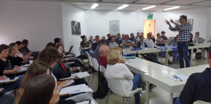 Dr. Yoav Fromer gives a lecture to High-School teachers